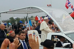 our-close-view-of-the-pope-as-he-passed-by-in-his-popemobile_1_orig